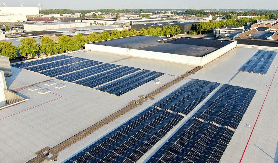 SolarComfort plaatst zonnepanelen bij Van Os Beheer
