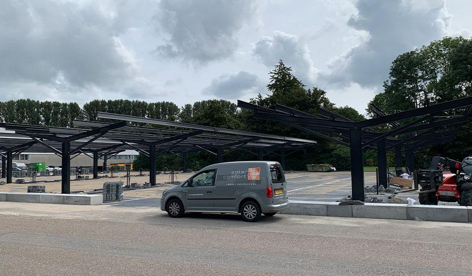 Carports met zonnepanelen voor Volvo